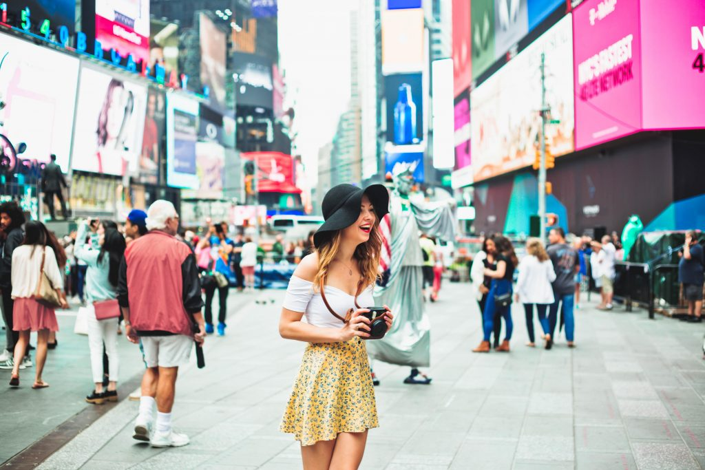 Best Shopping Deals in New York Looking for cheap shopping, and stores where prices are low? Not everything you buy in New York is going to break your wallet. If you need proof, just check out these phenomenal deal-makers!